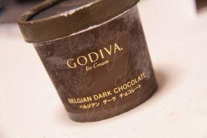 GODIVAのチョコが家にあるんだけどお父さんが「味噌汁じゃん」って言い出してから味噌汁にしか見えない
