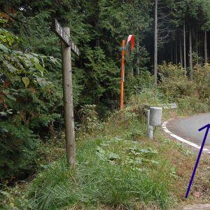 この前、山道で最高にざっくりしてる地名標識見たw