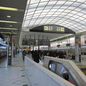 大阪府高槻市に新しく新快速用のホームができたんだけど、扉の開き方が斬新すぎて笑った…
