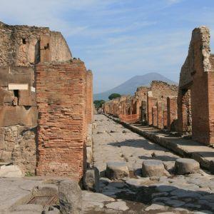 以前ココアシガレットで作った古代ローマの遺跡の雰囲気です。
