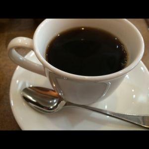 熱いコーヒーを冷やそうと思ってドライアイスを投入した結果www