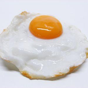 居酒屋で出てきた卵の使い方が分からずみんなで目玉焼き作ってたら店員が…
