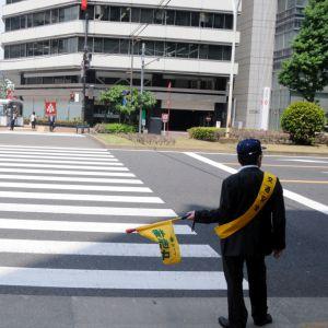 こんなに説得力のない「交通安全の看板」はじめて見たwww