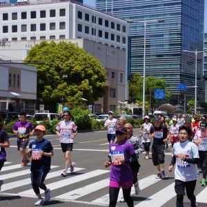 マラソン大会のコスプレを大胆に間違える新聞記事w