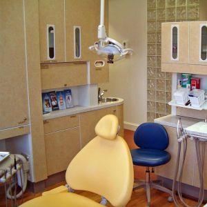 この歯医者の待合室がすごく怖い。子供泣くわwww