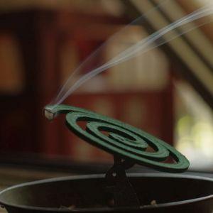 広い場所で「蚊取り線香」を豪快に焚きたいときはこうしろ!