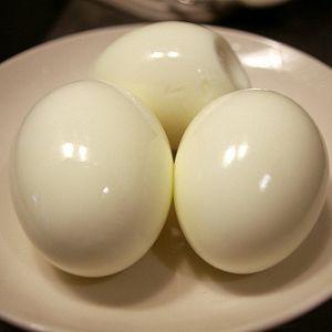 ゆで卵に失敗した結果、何とも言えないアートが完成したw