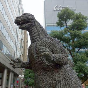 夏目漱石がゴジラを倒したみたいになってるwwwww