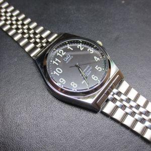 遊び半分で自分の腕時計にハメたら、ズッポリハマってしまって取れなくて泣いている