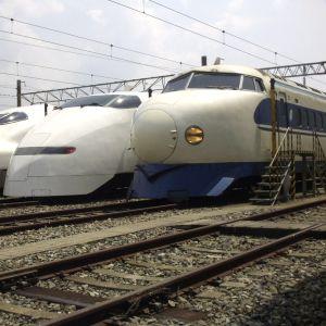 新幹線で斬新すぎる乗り方してる人がいたwww