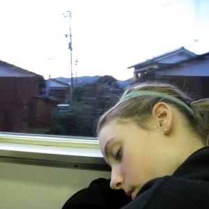 「猛烈な睡魔に抵抗する無力さ」を例えたイラストが的確すぎるw