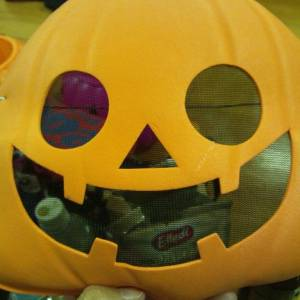 ハロウィン終わったのにまだ仮装してる人いるよーと思ったら…w