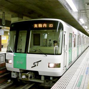 札幌駅で始発に乗ったらとんでもない珍客がいたwww