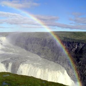 二つの虹がカメラのキタムラと一致。
