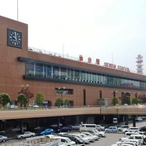 仙台にある歌丸師匠のオブジェ、頭上の照明のせいですごく不吉wwww