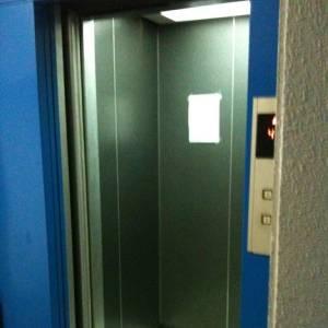 今日乗ったエレベーターの秘密結社感すごかったwww