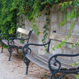 このベンチ、座ると何が起こるのか気になって仕方ないw