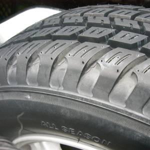 タイヤに違和感があったので見てみたら……けいこおぉぉぉ!!