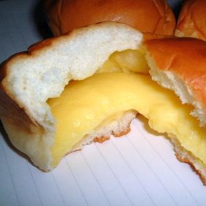 わ~大きなパン~🍞💕もう食べられないよ~🐱…💤