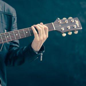 「どれがギターの値段なんだ…」ある楽器店の値札が買わせる気ゼロだと話題に