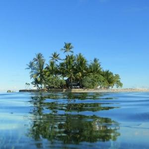 【悲報】「シブがき隊」解散記念の無人島に建てられた記念碑の現在の姿…