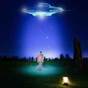 な……なんだアレは!? UFOか!? いや……