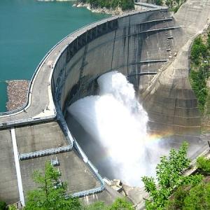 「カリオストロの城だ!」 ダムの底からこの時期だけ姿を現す廃墟をドローン撮影(鹿児島)
