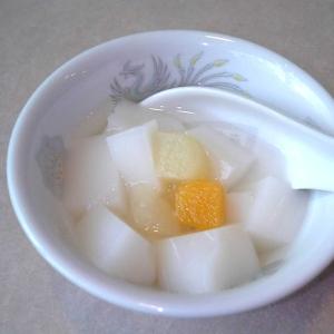 レストランで注文した杏仁豆腐を食べようとしたら…難易度が高すぎたwww