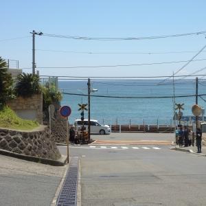 「さすが観光地…」鎌倉にある道案内標識が潔すぎるwww