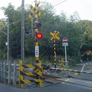 岐阜県某所にある踏切、停止線の位置がヤバすぎる…