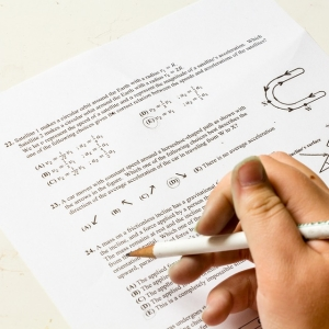 「学生なめんなw」ある学校のテストの選択肢が酷すぎるwww