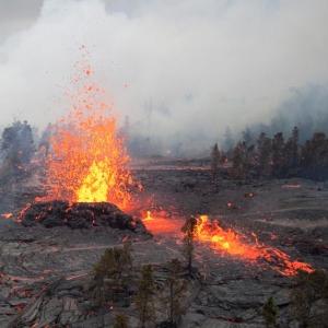これ溶岩の塊のはずなのに、地獄に堕ちていく人達にしか見えない…