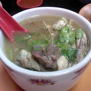 """「これをスープと言うかw」…北海道のあるラーメン屋が出す""""スープ付きチャーハン""""がエグい"""