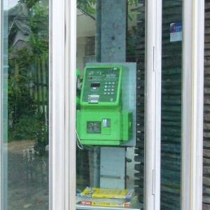 田舎の電話ボックスが長年放置されてヤベェ事になってるwww