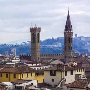 """イタリア・フィレンツェのゴミ箱は、収集時にその""""完全体""""を見ることができる…😳"""