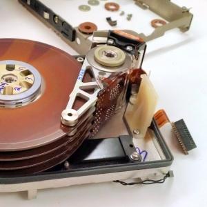 """「これを新品として売るのか…?」中国の""""中古HDD""""のリサイクル方法がヤバすぎるw"""