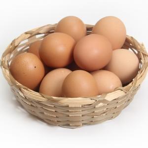 片手で卵割ってみたら…マンガみたいな割れ方したwww