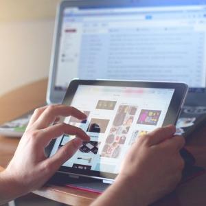 学校で配布された「iPad」が夜9時までしかネットできない!→とんでもない解決法を編み出すw