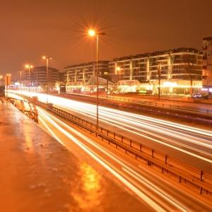 あらふしぎ!長時間露光での夜景撮影中にタクシーの電光掲示板が映り込むと…?