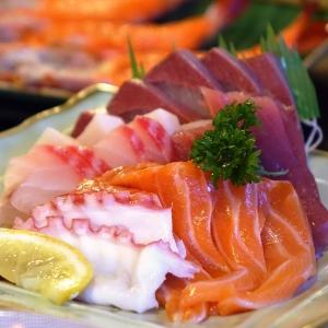 「まさか刺身で…」ある鮮魚売り場のハロウィンディスプレイが可愛すぎると話題にw