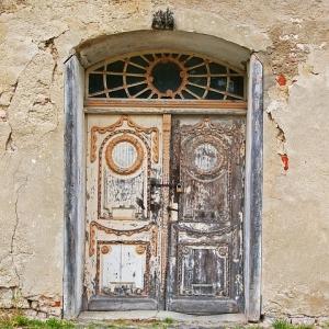 あるお宅の玄関扉、面白い柄してるなぁと思ってよーく見たら……😱