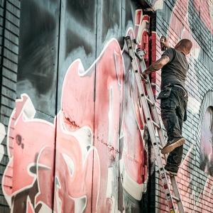 こんな生活臭のする「壁の落書き」、はじめて見たわw