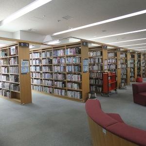 図書館に「酷い状態で返却された本」を展示する企画展で一番酷いのがこれ…
