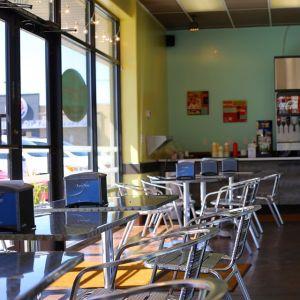 """「相席したい!」ある喫茶店で隣に座った""""お客さん""""が可愛すぎた😽"""