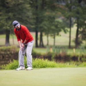 あるゴルフスクールのウェブサイトに掲載された「プロ講師紹介」がカオスすぎるw