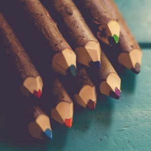 """ある女の子の""""鉛筆""""の使い方、限界ギリギリを攻めすぎておる・・・。"""