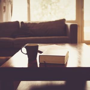 絶景の中で1万冊以上の本が読み放題…ホテル「箱根本箱」が素敵すぎる