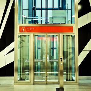 函館にある『北日本最古のエレベーター』の佇まいが素敵すぎる…!