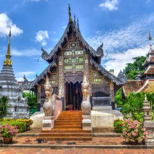 「中身こうなってるんだ…」タイで激写された『建設中の仏像』のロボ感がすごいw