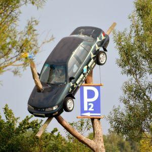 「親戚宅に車が突っ込んだ」というので写真を見せてもらったら…案の定だよ😓